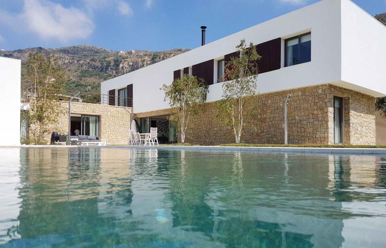 Lebanon 39 s 39 the terraces 39 minimalist design villa contrasts for Minimalist villa design